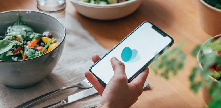 Smartphone con applicazione Too Good To Go